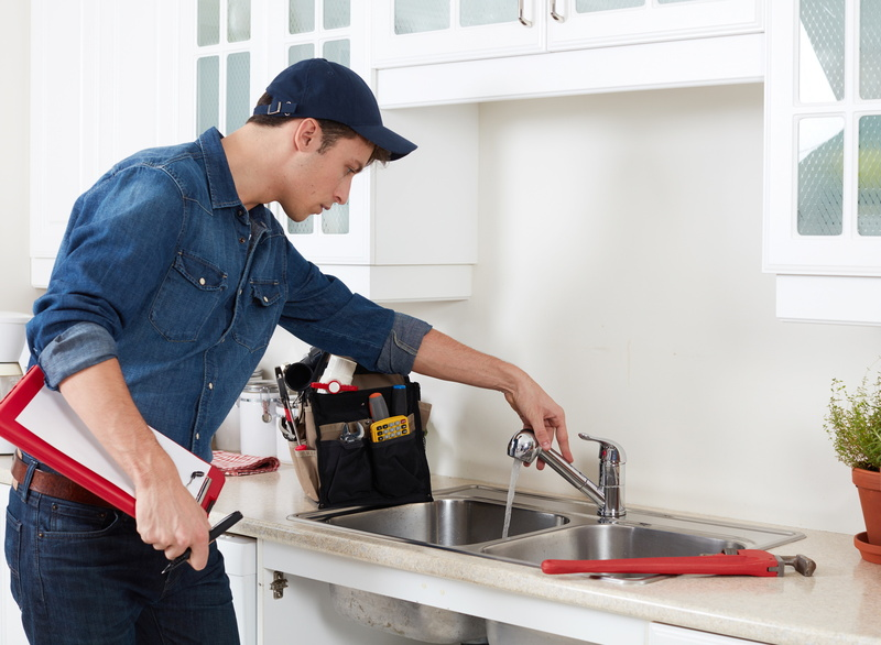 professional-plumber-kitchen